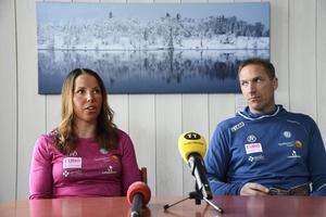 Charlotte Kalla berättade om sitt träningsupplägg tillsammans med tränaren Magnus Ingesson under en pressträff i Saxnäs på tisdagen.