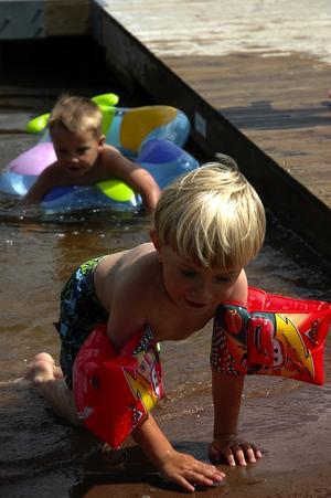 Långgrunt. Munken är en perfekt badplats för barn.