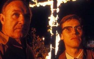 Mississippi brinner är  en amerikansk thriller  från 1988  i regi av Alan Parker.  I huvudrollerna syns bland andra Gene Hackman och Willem Dafoe.