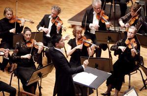 En ung dirigent, Tung Chieh-Chuang, en ännu yngre violinsolist, Jiyoon Lee, och en vital Sinfionietta gjorde succé i Västerås konserthus med Mendelssohns Violinkonsert på torsdagskvällen .