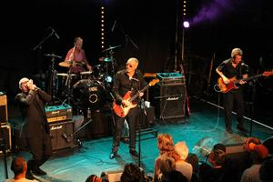 Engelsmännen i NIne Below Zero firar 35 år som band och orginalmedlemmarna Brendan O'Neil, Brian Bethell, MArk Feltham och Dennis Greaves har återförenats.