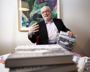 """kändis. För många av Arbetarbladets läsare är Ulf Ivar Nilsson en känd figur då han skriver historieartiklarna """"Ulf Ivars historia"""". Nu är han aktuell med sin nya bok – Gävle på 1900-talet."""
