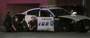 Krypskyttar öppnade eld mot poliser under protester i Dallas 7 juli. Flera poliser dödades.