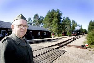 ÄLDRE MODELL. Janne Estman från Holmsveden kom i soldatmundering från 1939. Själv gjorde han lumpen i början av 1960-talet.