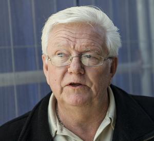 Lars Wikberg, Domsjö:– Jag har nyss blivit pensionär så jag sitter timtal på balkongen och njuter av solen.