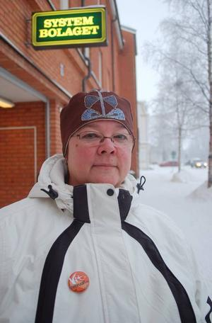 """Kanske får Systembolaget färre besök i Strömsund nästa månad då den årliga drogförebyggande kampanjen Vit Februari startar. """"Jag hoppas att invånarna utmanar sig själva att ta en vit månad"""", säger Berit Holter, drogförebyggande samordnare  i kommunen när kampanjen Vit Februari drar igång nästa vecka.  Foto: Catarina Montell"""