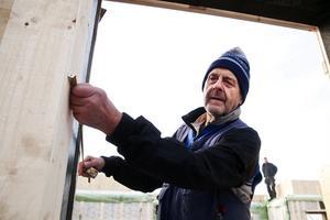 Isoleringen i det nya huset blir 40 cm tjock och totalt sett blir väggarna därmed 54 cm tjocka, berättar Åke Mård, som själv ska bo.
