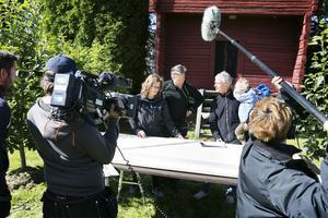 David Högberg och Anna Andrén får hjälp av Matte Karlssons att  förstå ritningen.