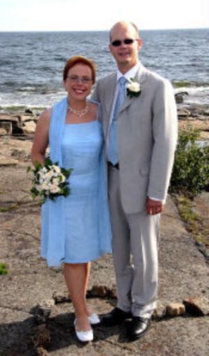 Margareta Swedbäck och Lars Utterström, Sundsvall, vigdes den 20 augusti på Rotsidan, Höga kusten. Vigseln förrättades av Gudrun Berglund. I samband med vigseln tog paret namnet Utterström. Foto: Lars Piirainen