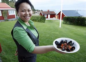 GOTT. Blåmusselsoppa och tunn kvällsblå himmel ramade in dammidagen i Ultvalnäs som Arbetarbladets gästkock, Chanpeng S Ericsson, var inbjuden till av damerna i början av september.