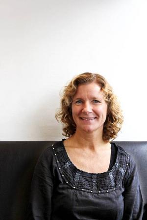 Några ord kommer tillbaka många gånger under fikastunden med Mona Hedström. Värdegrund, det extra steget, gränser, självkänsla och ansvar. Foto: Ulla Granqvist