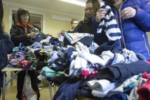 –Vi trodde aldrig vi skulle få in så här mycket kläder, säger Angela Lindberg.