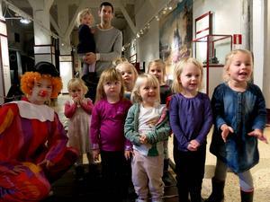 Några av alla hundratals barn som var med och firade tio år med Loklekis.