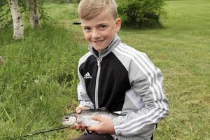 Jonathan Boänges hade fiskelyckan med sig och fick en regnbåge vid Kvarnsveden.