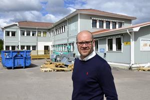Snart får Essvik ett kontorshotell med 18 rum där småföretagare kan hyra in sig, berättar Urban Simander, förvaltare på Skifu som äger fastigheten.