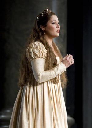 Giulietta på scenen. Anna Netrebko i Bellinis opera när den uppfördes på operan i London.