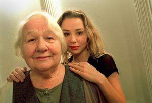 Sif Ruud verkade även som pedagog för unga skådespelare. Här med Fanny Risberg.Foto: Fredrik Sandberg/Scanpix