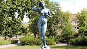 Snöklockan av Per Hasselberg i Kronbergs minne har varit i kulturallmänningen sedan 1966.