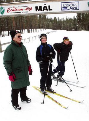 Alice Isaksson, Rossön, samt André Isaksson, Lycksele, och Filip Isaksson, Östersund, testade de läckra och inbjudande banorna vid skidstadion.