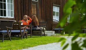 Ur programmet då programledaren Linda Lindorf möter Sigrid Bergåkra på Träslottet i Arbrå.