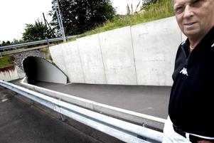 Sopar förgäves. Ludvika kommer inte se anständigt ut om inte kommunen och alla invånare tar sitt ansvar, säger Janne Willner, som senast i helgen avsatte några timmar för att frivilligt sopa gångtunneln vid JET på Grängesbergsvägen.