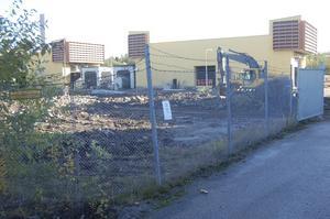 Arbete pågår. I början av nästa år öppnar fabriken som ligger mellan kraftverket och pappersbruket.