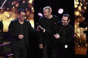 Kent tar emot priset Årets Rock under Gramissgalan i Stockholms konserthus på tisdagen.