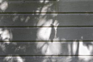 Den gamla fasaden ska målas om innan hösten.