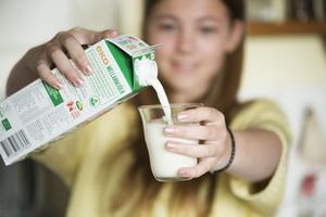 Mjölkpriset stiger för fjärde månaden i rad.
