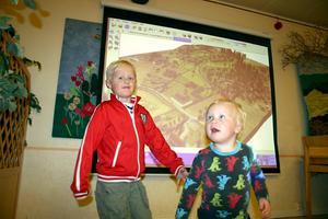 Syskonen Vincent och Leopold Andersson var med på mötet för att deras pappa Jonas Karlsson och sambon Matilda Karlsson funderar på att köpa en tomt på Skrantåsen