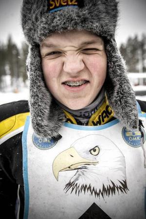 SM-kvalets yngste förare var också den bästa. Ove Ledström, blott 16 år, körde som en furie och vann alla sina fem heat. Vad månde bliva av denna jättetalang?
