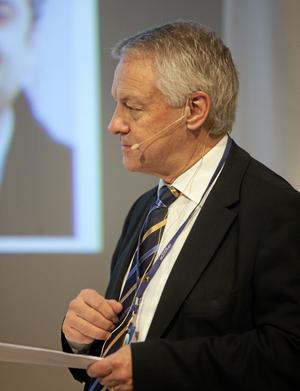 Nytt lärarlyft. Utredaren Bengt Westerberg vill bekämpa vardagsrasismen genom att 20000 lärare ska utbildas om mänskliga rättigheter.foto: drago prvulovic/scanpix