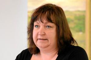 """Anne Horneman (S)– Äldreomsorg och organisation ska anpassas och svara upp mot medborgares behov gällande boendeformer och servicegrader. Den enskilde ska vara mer delaktig och styra över vården man behöver. Vi startar ett par """"inspirerande sociala mötesplatser"""" i samarbete med föreningslivet. Åtgärder för jämställdhet ska genomföras, vi höjer personalens tjänstegrad, tar bort delade turer samt satsar på omvårdnadsutbildning."""