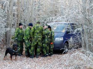 Genomgång innan sökrundan påbörjas i skogarna utanför Bräcke samhälle.