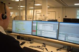 SOS-operatören Alexander Andersson visade upp operatörernas arbetsuppgifter.