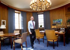 Sten Jakobssons i sitt arbetsrum på ABB i Västerås under sina sista dagar som chef. Därefter har han varit styrelseproffs och tidvis tjänat över 10 miljoner kronor på ett år. I år var inkomsterna något lägre än så.