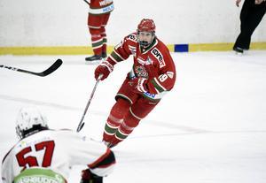 Efter tre JSM-guld med Modo Hockey lämnar nu Max Tjernström klubben för spel i Österrike.