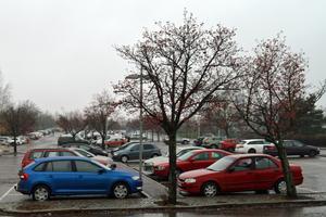 Om marken runt resecentrum kommer att bli parkeringar eller inte är det ingen som vet.