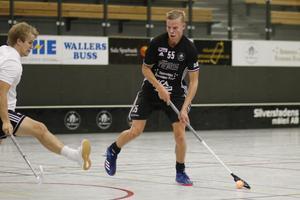 Calle Hammarström förbereder sig för skottet som resulterade i 1-0 till Silverstaden.