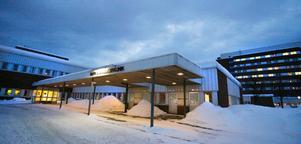 Barnkliniken vid Sundsvalls sjukhus har ett tjänsteutrymme på totalt 18,3 läkartjänster, men tappar nu av olika skäl 6,3 doktorer.