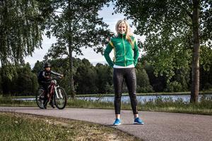 Solvei Enval använder idrotten som ett redskap för att stärka tjejerna.