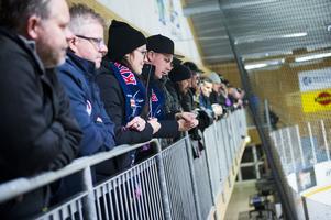 727 åskådare i Ånäshallen, då var det även fullt med folk som stod uppe på