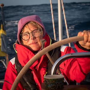 Foto: privat. Lina Fredin bakom ratten på Svea.