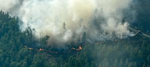 Foto: Maja Suslin / TT. Bild: Flygbilder över branden runt Ljusdal.