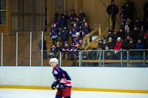 Stora delar av Kovlands 08-lag hade tagit plats i en hejarklack.