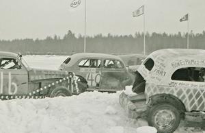 Många av bilarna hade konstfulla dekorationer.