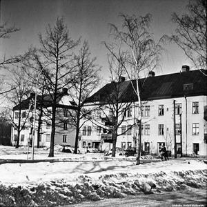 Hus på Norra Skyttegatan 1967-1972. Bilden tagen från Slussgatan. Bildkälla: Örebro stadsarkiv