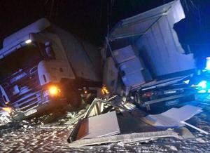 Som ett plockepinn beskrivs olycksplatsen på E4 i Vattrång där två lastbilsolyckor  inträffat med två dagars mellanrum. Foto: Läsarbild
