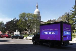 Det är dags att sluta tro på att Facebook är en leverantör av demokratiskt utbyte. Foto: AP Photo/Paul Sancya.