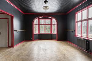 Om man inte gillar rött och svart är det ommålning som gäller för de nya ägarna. Foto: Patrik Persson, Svensk Fastighetsförmedling